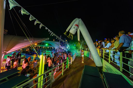 White Hot Party on Norwegian Dawn