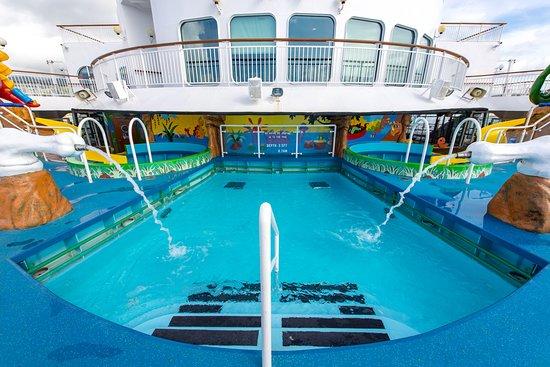 Kids' Pool on Norwegian Dawn
