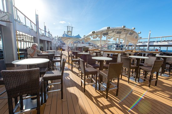 Topsiders Bar & Grill on Norwegian Dawn