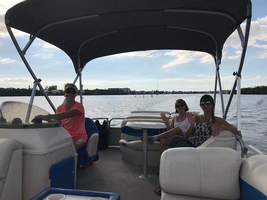FMBeautiful Bay Company: Family enjoying the cruise