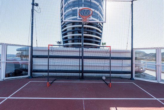 Sport Courts on Westerdam
