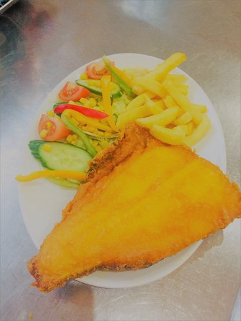 Gary's Fish & Chip Restaurant and Takeaway Clacton: Plaice with half and half salad and chips