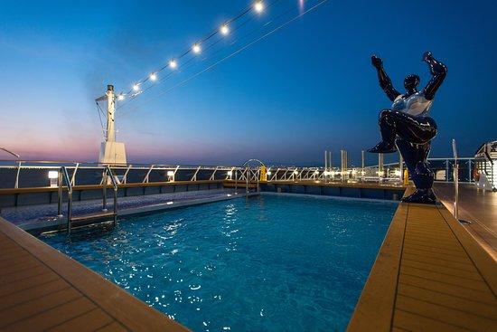 Horizon Pool on MSC Meraviglia
