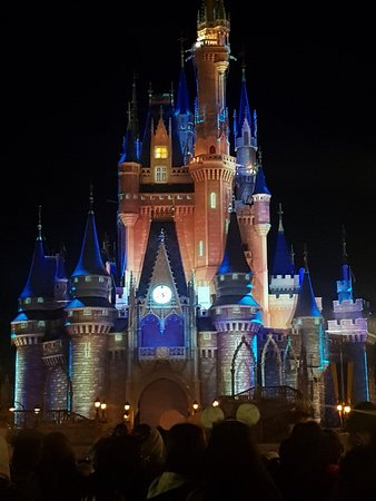 How to book disney fast passes 60 days in advance