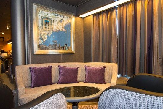 Explorer's Lounge on Nieuw Amsterdam