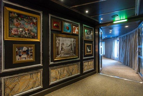 Gallery Bar on Nieuw Amsterdam
