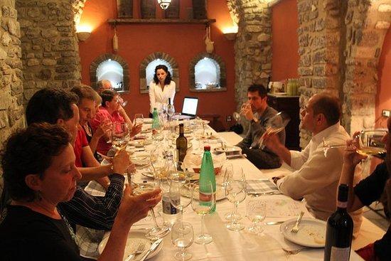 Vinsmagning i Casale Villarena Old...