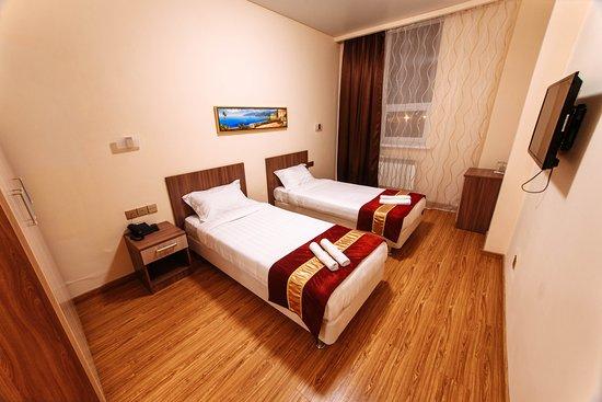 Kasakhstan: Номер 2х местный , с 2 спальными кроватями. Цена номера 11000 в сутки, 8000 полсуток