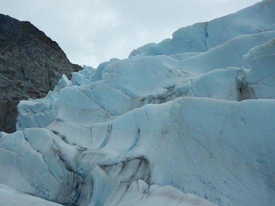 NorthStra Trekking_Juenau_ trekking Mendenhall Glacier