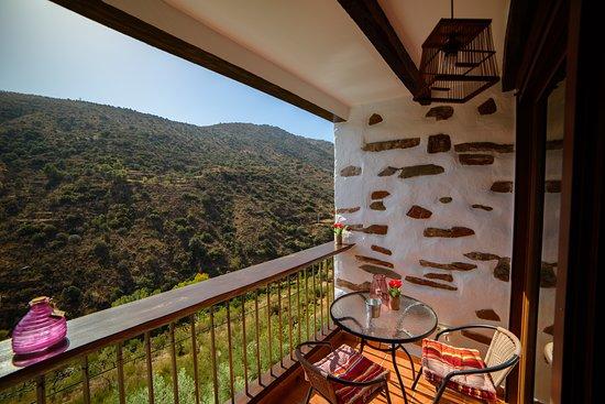 Laroya, Spain: Terraza con vistas a la montaña de La Casa al Revés