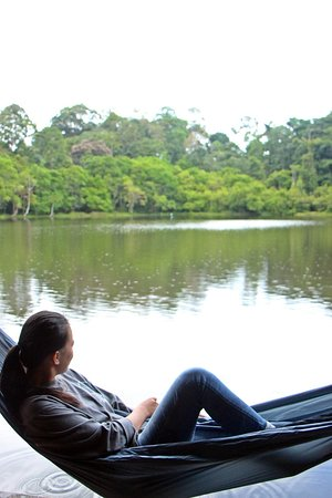 Linggang Bigung, Indonesië: Menikmati keindahan Danau Aco dengan menggantung hammock