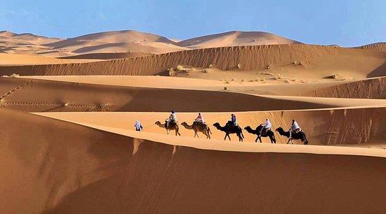 notte in campo di lusso nel deserto di merzouga