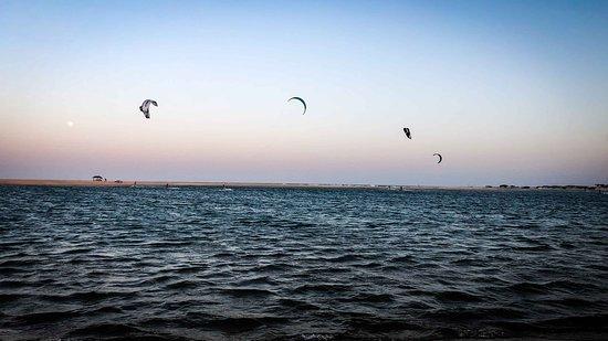 Barra Nova, absoluter Geheimtipp für Kitesurfer! Das kleine ursprüngliche Dörfchen Barra Nova liegt ca. 75 km südlich von Fortaleza und ist in rund 1,5 Stunden vom Flughafen in Fortaleza erreichbar. Mehr zu Kitesurfen in Brasilien gibts auf meinem Reiseblog lustloszugehen.de