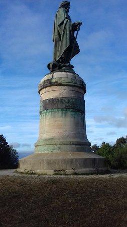 MuseoParc Alesia: Vercingetorix monument