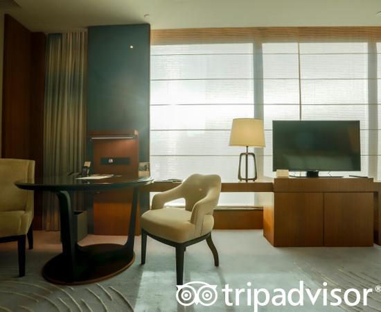 The Executive Sea View Suite at the Kerry Hotel, Hong Kong