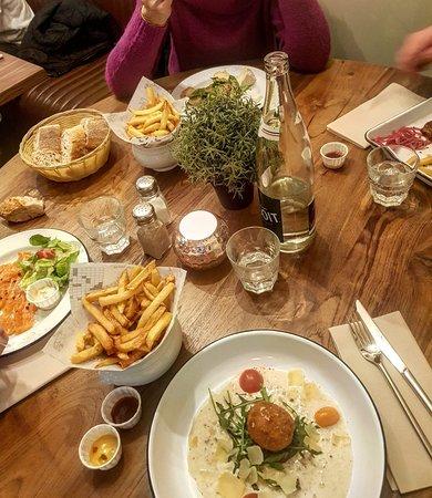 Belle table.... Bon appétit....