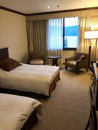 Hotel de Yama: Un hotel davvero stupendo, servizio impeccabile e una vista mozzafiato sul lago. Non perdetevi le terme al suo interno perché sono pazzesche!