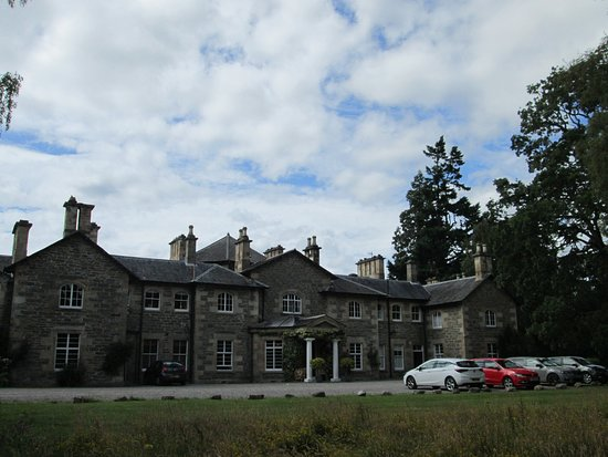 Contin, UK: Frontage of the hotel