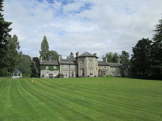 Contin, UK: Garden side of the Hotel