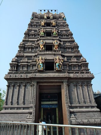 Visakhapatnam District, Индия: Temple Gopuram - Entrance View