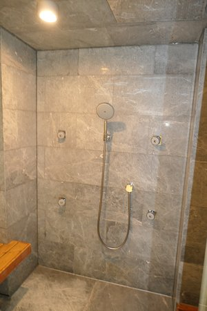 shower and steamroom