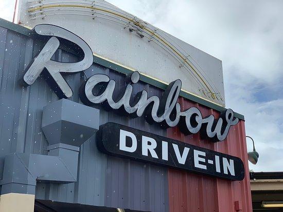 Rainbow Drive-In: 久しぶりにレインボーインに! 個人的にはロコモコよりは、ミックスプレートが美味しい、特にアヒのフライが食べやすい! 3種類を大人3人+子供2人でシェアして食べました。