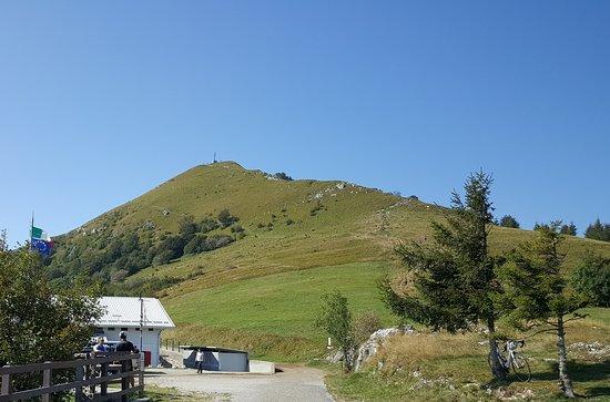 Civate, Italy: Monte Cornizzolo (1240 m) col Rifugio Marisa Consiglieri - SEC (1109 m)