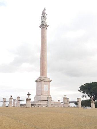 Monumento a Hercules e aos Defensores das Linhas de Torres Vedras