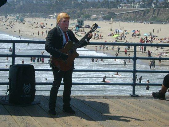 Topical entertainer!  - Santa Monica Pier