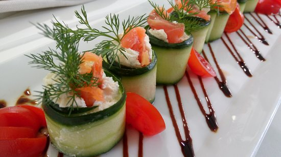 Cucumber rolls with smoked salmon and cheese mousse