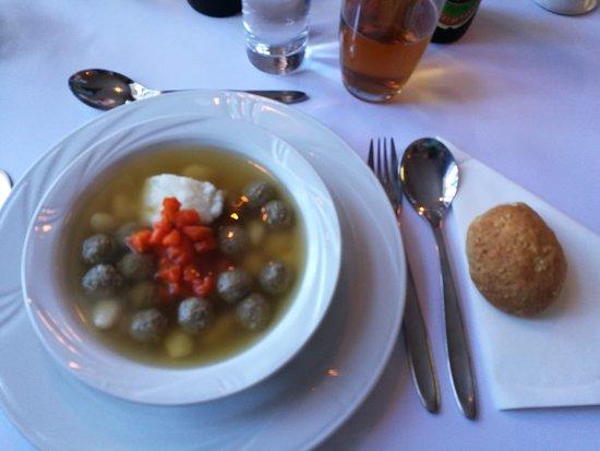 Tjaereborg, Dänemark: Suppe lavet helt fra bunden. Sammen blev vi enige om at det var den bedste klare suppe til dato. Uha den var god.