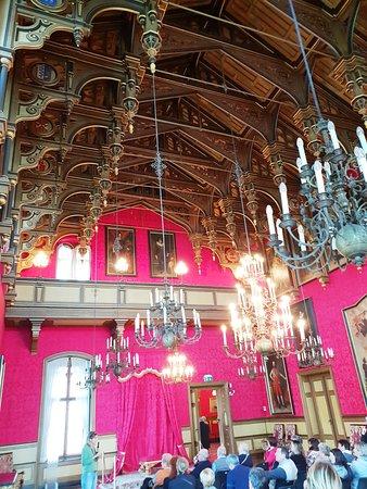 la sala del trono, mai usata  ... visto che il proprietario è morto in Messico durante la sua sfortunata esperienza di imperatore di quella nazione