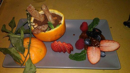 San Piero A Sieve, Italy: Ottimo abbinamento cioccolata, arancia e tocchetti di pane.