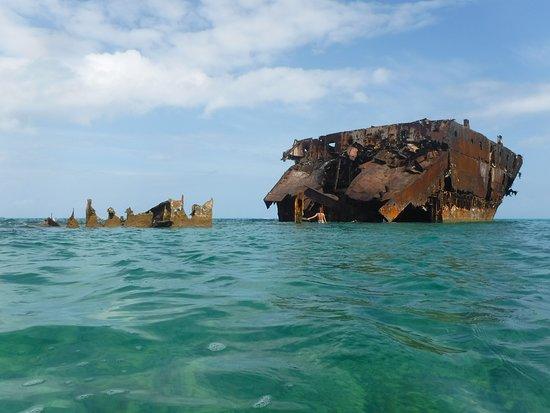 L'épave derrière l'île