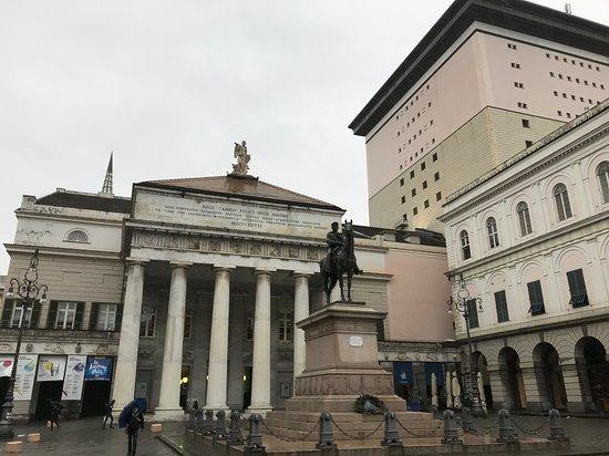 Pronao e statua di Garibaldi