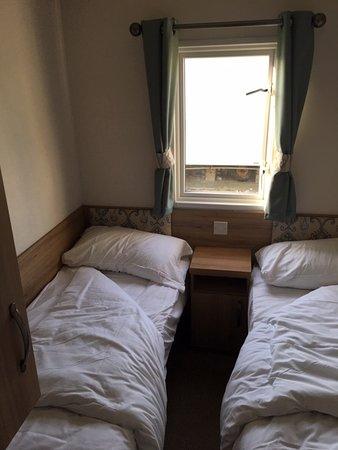 Camber Sands Holiday Park: Caravan bedroom - 2 single beds