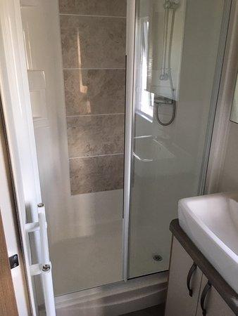 Camber Sands Holiday Park: Shower in caravan