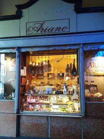 Cuneo, Italien: Salumeria Ariano