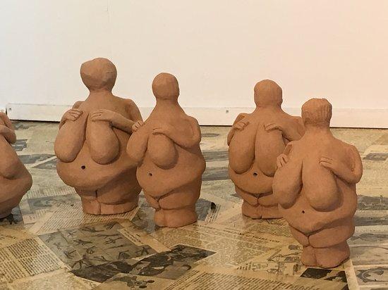 Pohara, New Zealand: Replicas of Venus of Willendorf