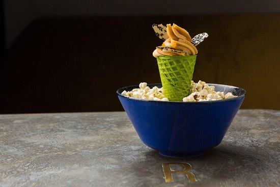 Robata Bar: конус с кремом из мисо пасты