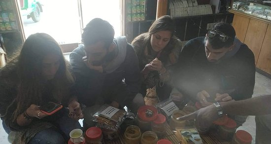 Royal Spices And Tea: Two couples from Israel... Brought spices, curries and teas here....