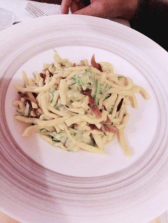 Arsoli, อิตาลี: pasta locale con gianciale e zucchine