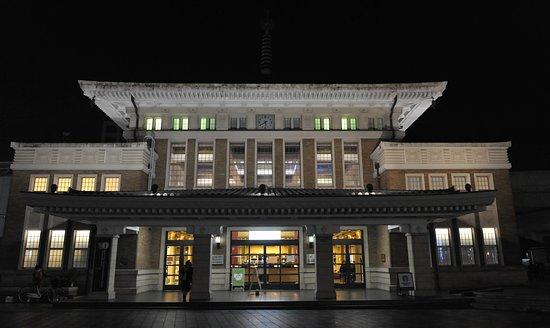 Nara City Tourist Information Center: 夜がきれいだ