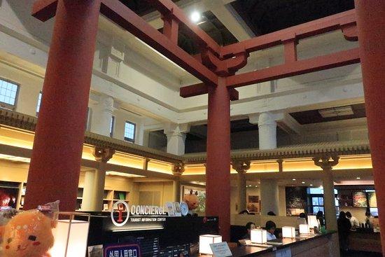 Nara City Tourist Information Center: 大仏殿のような柱