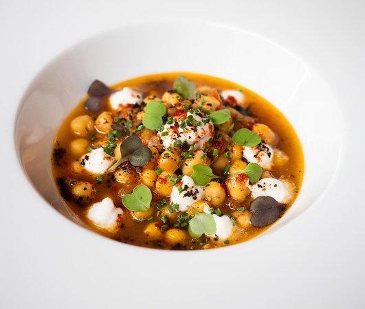 Mint Restaurant: Platet de cigronets brandada de bacallà i pebrot escalivat