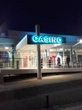 Saint-Valery-en-Caux, Fransa: façade extérieur de nuit du casino