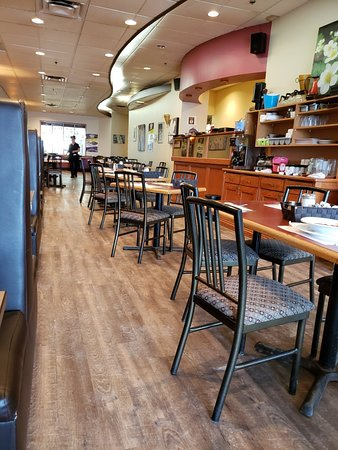 Lachute, Canada: Inside the restaurant.