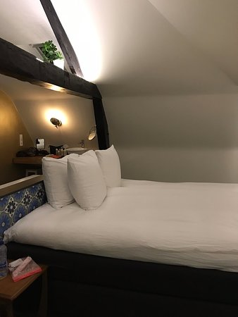 large deluxe room