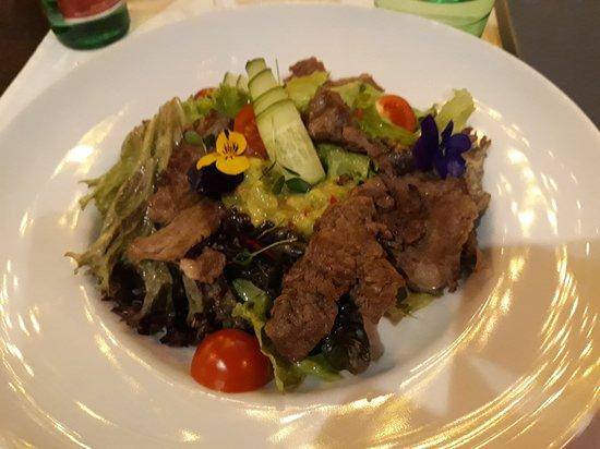 Urban Betyar: Amazing rib-eye salad
