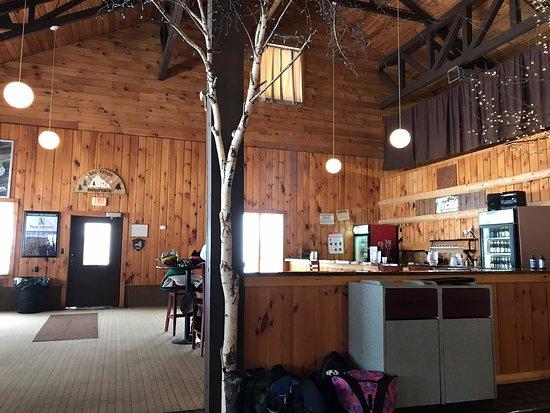 Malone, NY: Upper Mountain Lodge — so pretty!
